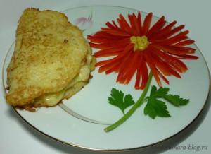 Картофельный блин с сыром и курицей