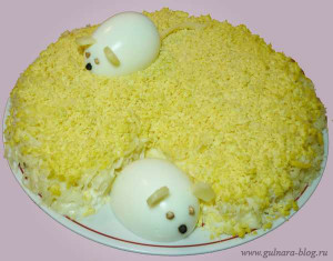 "Салат ""Мышки"" с ананасами, сыром и чесноком"