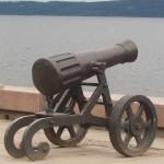 Пушка на набережной Петрозаводска