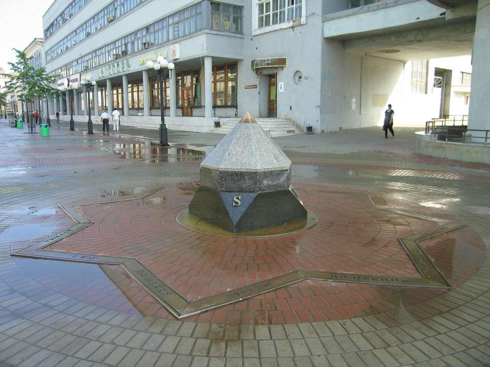 Нулевой меридиан на улице Баумана