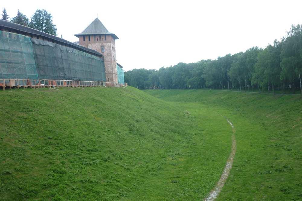 Ров вокруг Кремля в Великом Новгороде