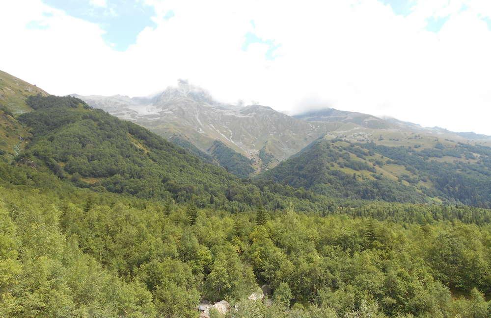Вид с вершины Алибекского водопада