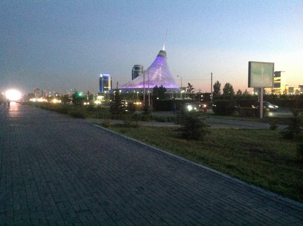 Хан-Шатыр (Астана)